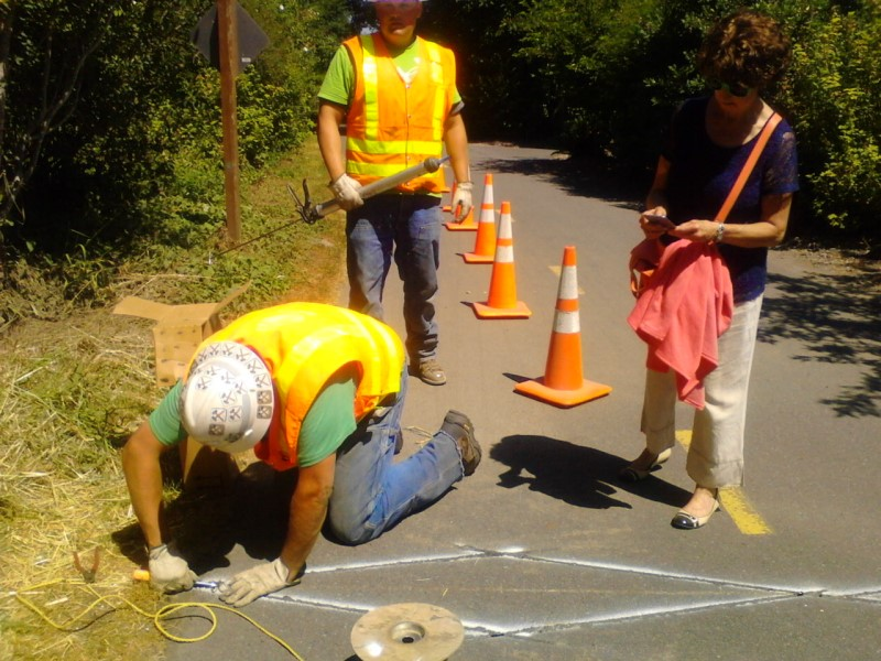 WSDOT installs bike and pedestrian counters on the East Lake Sammamish Trail