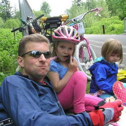 Andy Hulslander and his children, taking break while biking.
